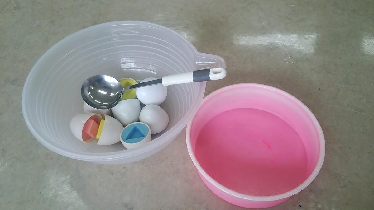 卵をおたまですくう練習