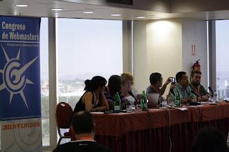 Photo: Escuchando la mesa redonda de blogueros para blogueros #congresoweb