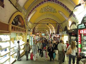 Photo: le grand bazar. un peu trop touristique à notre gout, quoi que..dommage que nos bagages soient si petits, il y a tant de si beaux petits bols, mosaïques, etc.
