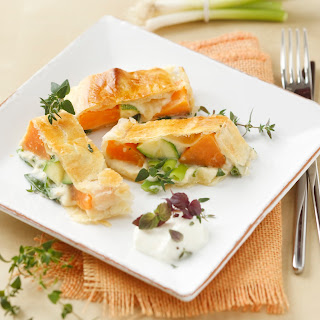 Süßkartoffel-Gemüsestrudel mit Kräuterrahm