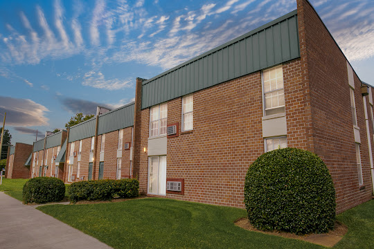 Oakmont North exterior apartment building