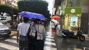 Los almerienses han tenido que buscar este viernes el paraguas.
