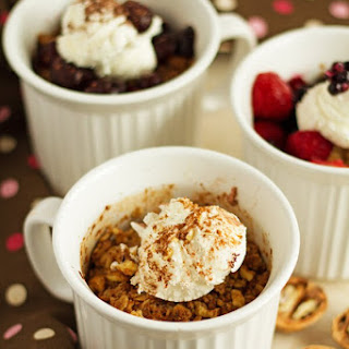Oatmeal Cobbler in a Mug in 3 Easy Ways