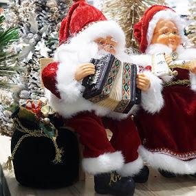 happy Santa & family by Alice Chia - Public Holidays Christmas ( musical instrument, red, tree, santa, wife, snow, christmas, claus, fir, santarina,  )