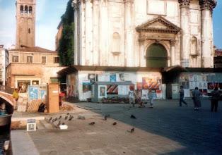 Photo: 90年9月、『旅情』の店のとなりの教会Chiesa di San Barnaba は…『インディジョーンズ 最後の聖戦』の図書館でもあります。  『旅情』 http://inagara.octsky.net/ryojou