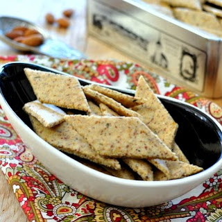 EASY ALMOND CRACKERS