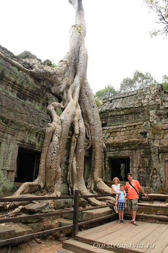 Лара Крофт в храме Та Пром, Камбоджа
