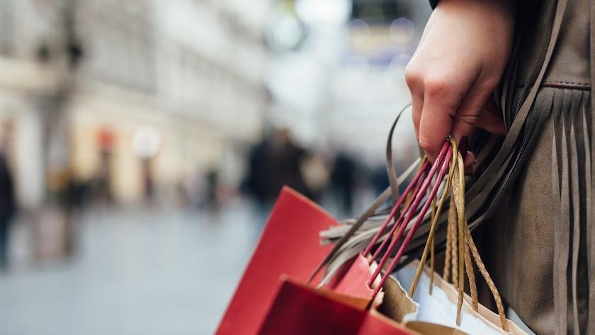 Miles de almerienses saldrán hoy de compras por el Black Friday
