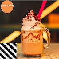 Shake It Up Cafe & Lounge photo 4