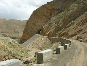 Photo: The road descending from Pang la pass