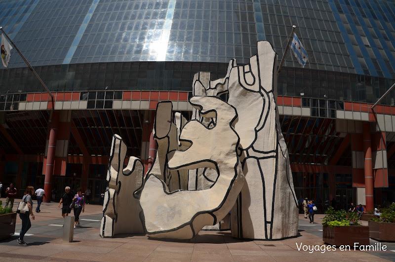 Monument à la bête debout