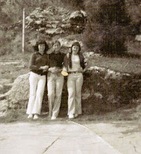 Photo: Angelines, Conchi Sañudo y Clari.