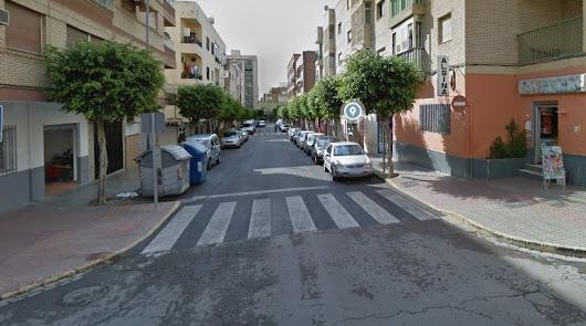 Cierran cuatro terrazas sin licencia en las calles Cervantes y Manolo Escobar