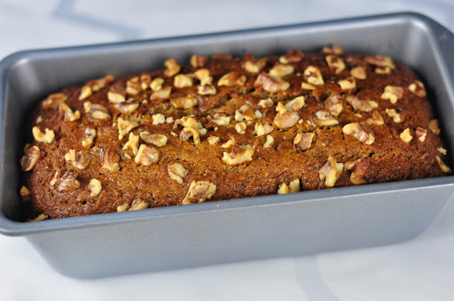 dates and walnuts cake