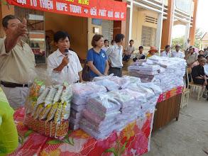 Photo: Hopetoday tặng 2000 cuốn tập cùng viet, viet chì, thước, gôm cho 200 học sinh nghèo