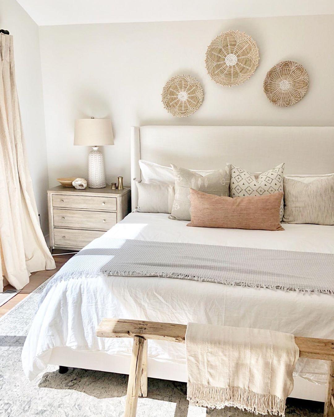 Phòng ngủ vintage tràn ngập ánh sáng