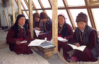 Photo: et donne aussi des cours de Tibétain