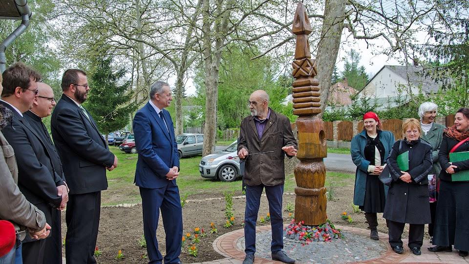 56-os emlékpark kialakítása Lipótfán - átadása
