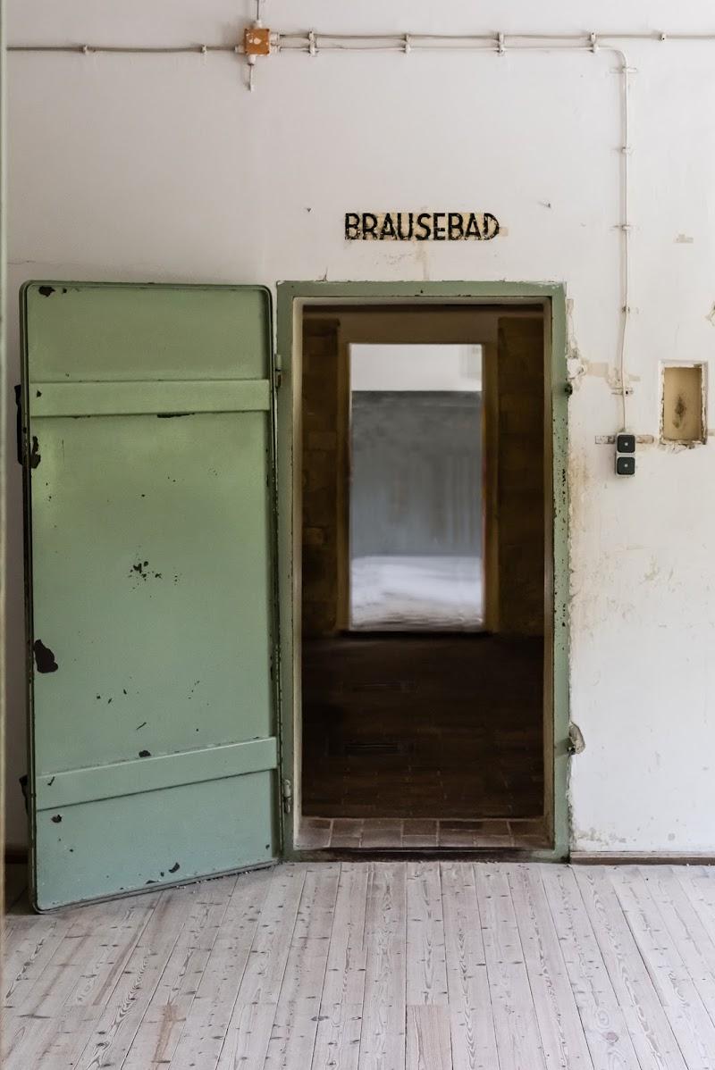 """Dachau, la porta delle """"docce"""" di Mauro Moroni"""