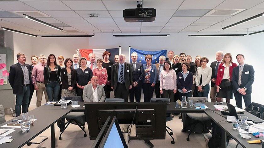 Foto de familia de las 12 organizaciones reunidas en París