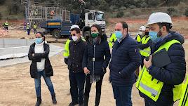 Autoridades políticas, en su visita a las obras que se están realizando.