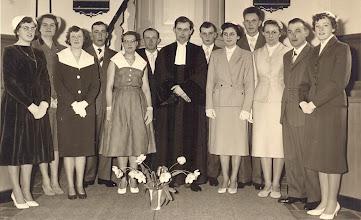 Photo: Lidmaten 1960 v.l.n.r. Teunie Braams, Mevr. Griever-Van Aalderen, Roelie Homan, Hendrik Hoving, Grietje Hoving, Harm Knijp, Ds. De Jong, Jans Oosting, Corry Dontje, Jan Rabs, Hennie Wilms, Geert Hoving en Gé Zandvoort.