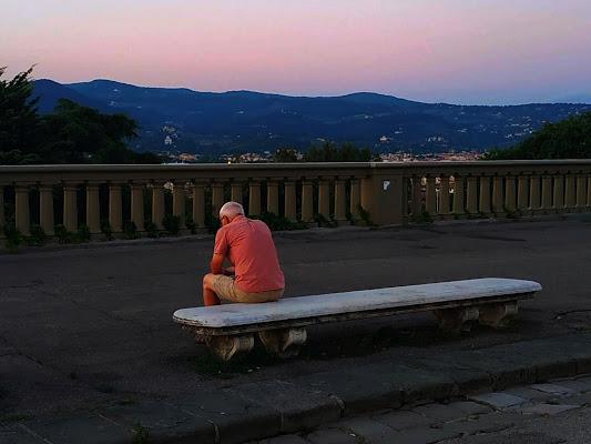 La solitudine di un anziano al crepuscolo di ElianaRonzullo