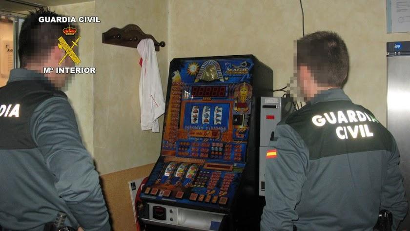Una de las máquinas de juegos que fue robada en el establecimiento.