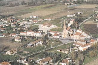 Photo: Orgueil (82) - vue du centre du village prise par avion en 1992