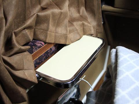 JRバス関東「プレミアムドリーム」 1179_209 1階プレミアムシート_07 小型テーブル