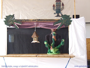 Photo: Sárkánytojás, avagy a tojástörő sárkánytánc