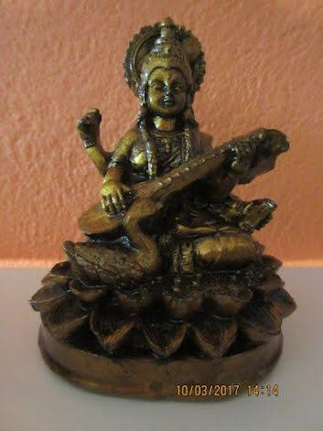 Golden Saraswati, figur resin