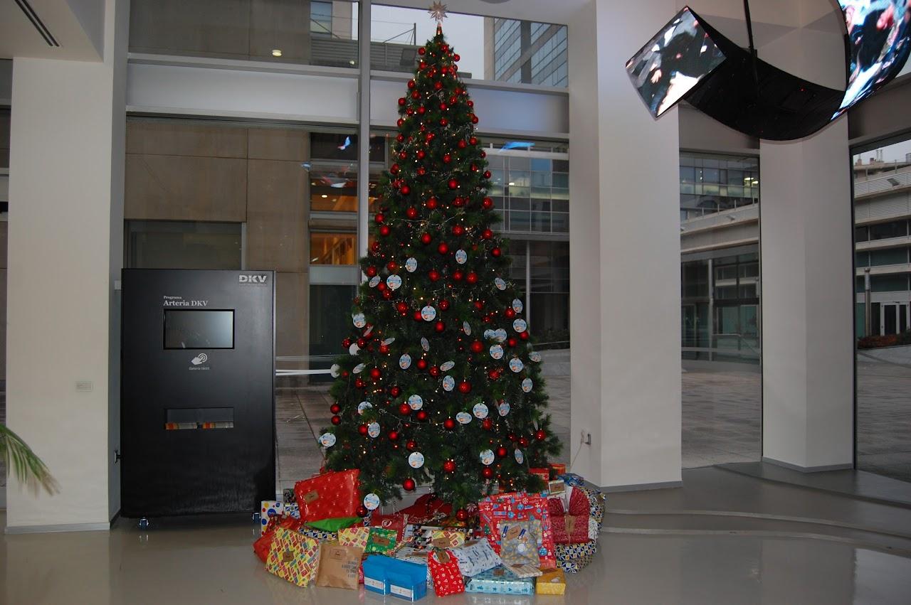 todos esos niños tuvieron su regalo de navidad, orgulloso de colaborar con nuestras furgonetas de alquiler solidario en Zaragoza