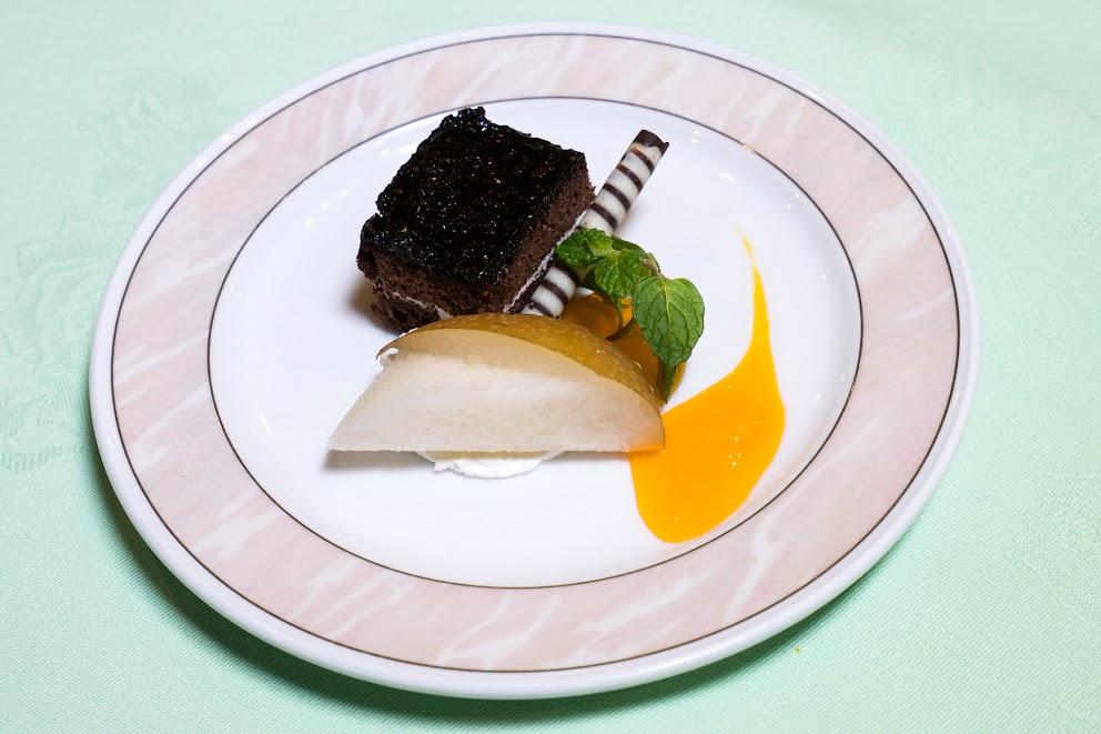 12.水菓子:ガトーショコラ、マーマレードソース、梨、ミント
