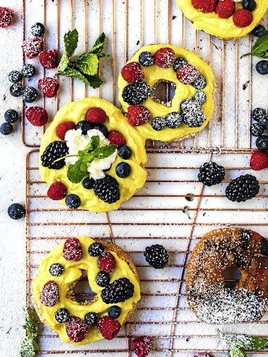 Braaied donuts with lemon curd and mixed berries.