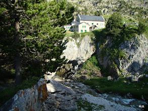Photo: Otro ángulo de La Reclusa y la cueva.