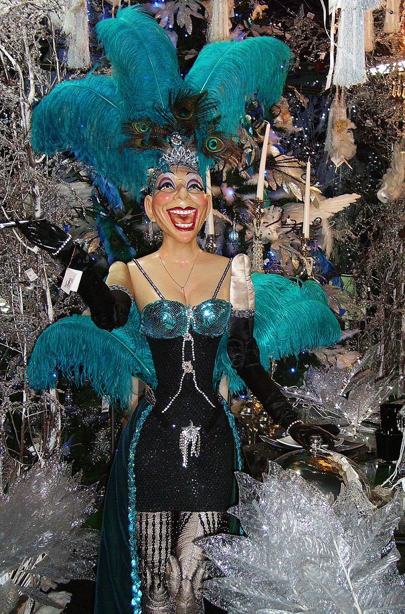 Miss Louella (Kitsch perturbante ... ) di VILLA MARIO