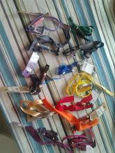 Photo: Halsband och band klara för de små. Undra hur många det blir!!!
