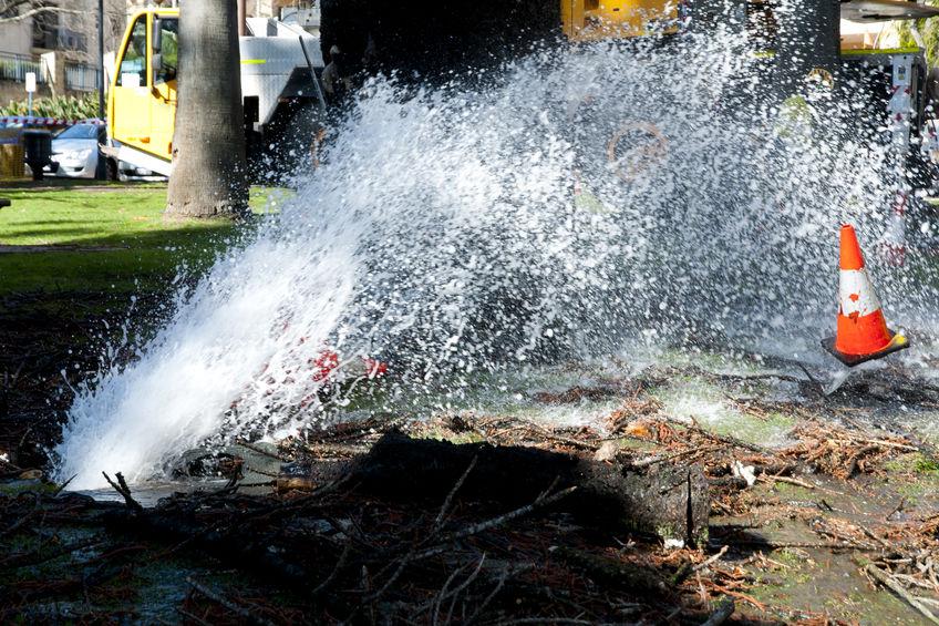 Wedloop om die watertoevoer te herstel nadat groot pyp in Joburg gebars het - SowetanLIVE Sunday World