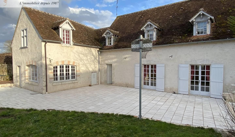 House with terrace Cour-sur-Loire