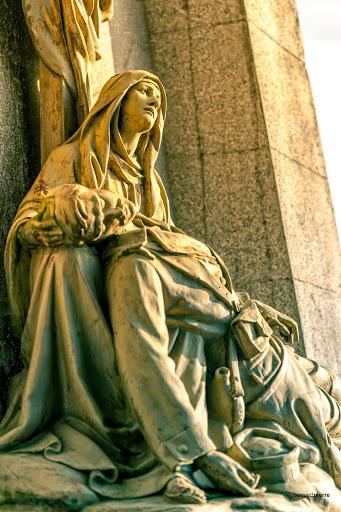 Monument Jeanne d'Arc Necropole de Ménil sur Belvitte