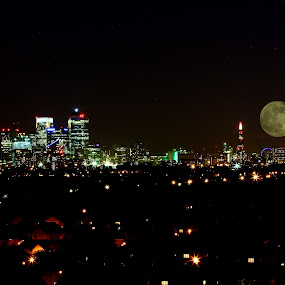 city moon by Kristelle Matthew - Landscapes Starscapes ( canon, moon, london, astrophotography, light, city )