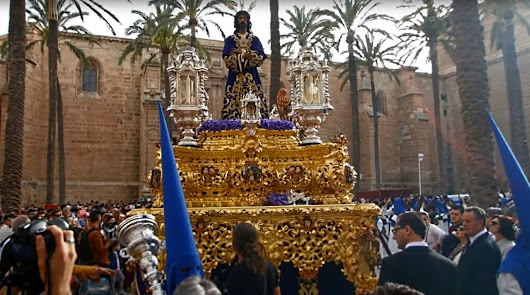 El Carnaval de Almería homenajea a la Semana Santa de Almería
