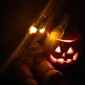 Pretty, Glowing  ... Boo! by Eric Eldritch - Public Holidays Halloween