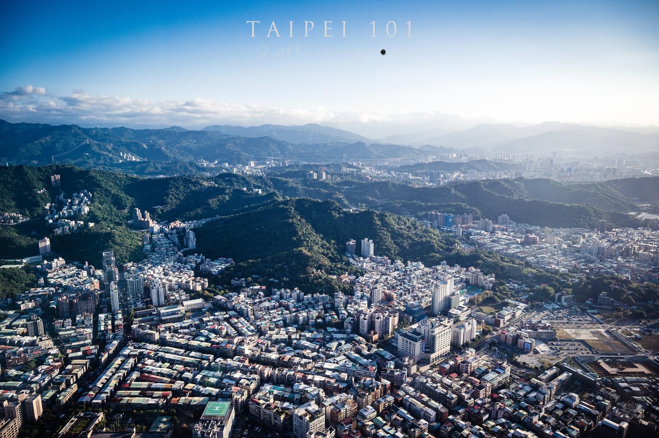 從台北101觀景台也可以看到台北盆地周圍層層的山巒,在能見度好的時候非常的迷人。