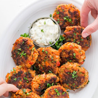 Salmon Cakes Recipe (Salmon Patties).