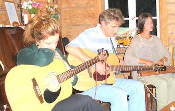 Photo: Dvi gitaros ir kanklės (Debesų piemenaitė, Pagulbis, Rasuolė Dindaitė)