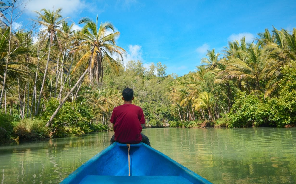 Menikmati suasana sungai Maron