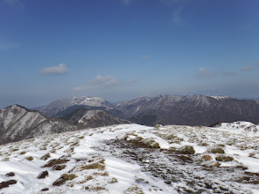 山頂より藤原岳と御池岳