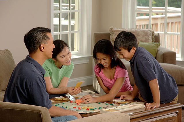 Family_playing_a_board.jpg